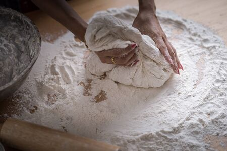 Making dough by female hands at bakery Stockfoto