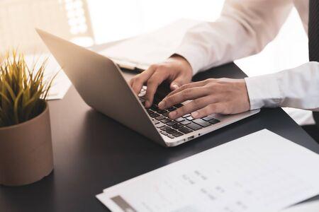 Man Analysis Business Accounting Standard-Bild