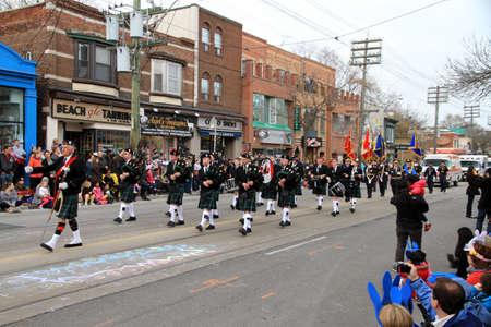 attended: El desfile anual de la Pascua es la participaci�n de unos 50.000 habitantes de Toronto Editorial