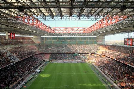 밀라노: AC 밀란 축구 경기 도중 산 시로 경기장