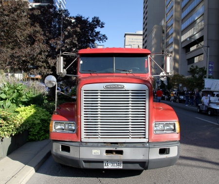 Toronto, September 3, 2012 - The front grille of a Freightliner truck 報道画像