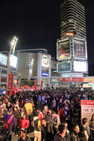 blanche: Toronto, Canada, September 29, 2012 - Crowd in Dundas Square during Toronto Nuit Blanche 2012