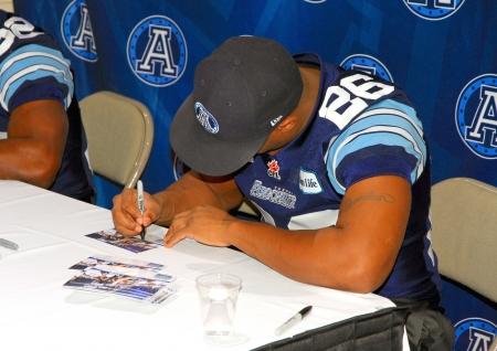 Toronto, Canada, 15 februari 2013 - Toronto Argonauts spelers handtekeningen aan de 2013 Canadese Internationale AutoShow in Toronto Redactioneel