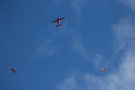 sincronizacion: atrofiar aviones civiles que vuelan en la sincronizaci�n.