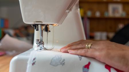 sewing machine stitching fabic