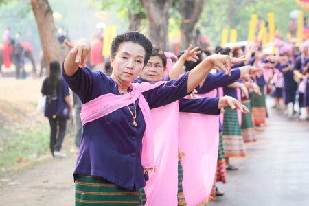 procession: Si Satchanalai Sukhothai Cultural Songkran procesi�n