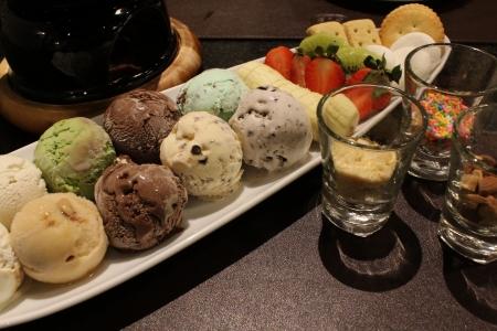 果物、トッピングとアイスクリーム