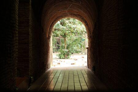 トンネル、ワット ウモーン、チェンマイ、タイの終わり