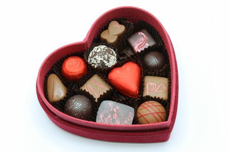 caja de leche: Un cuadro rojo de chocolate de San Valentín para alguien especial Foto de archivo