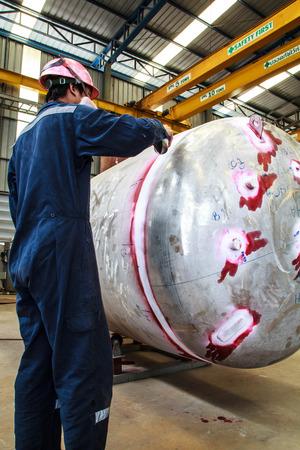 riesgo quimico: Prueba del tanque de presi�n para la industria petroqu�mica Foto de archivo