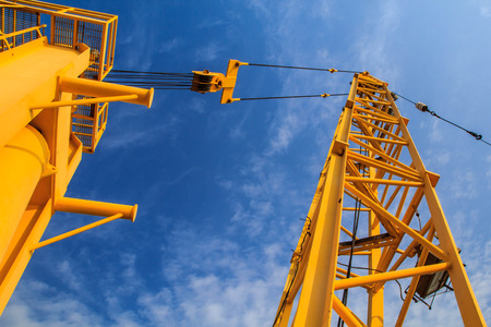 car loader: Cranes used in industrial applications and support.
