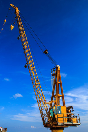 telescopic: Cranes used in industrial applications and support.