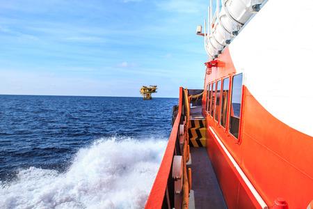 plataforma: Industria de carga de petróleo costa afuera de petróleo y gas Foto de archivo