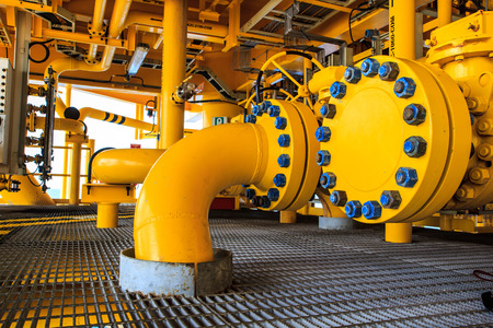 오프 쇼어 산업 석유 및 가스 생산 석유 파이프 라인. 스톡 콘텐츠
