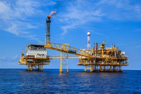 pozo petrolero: Oleoducto producción de petróleo y gas Industria Marino.