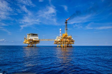 Offshore-industrie olie- en gasproductie aardoliepijpleiding. Stockfoto