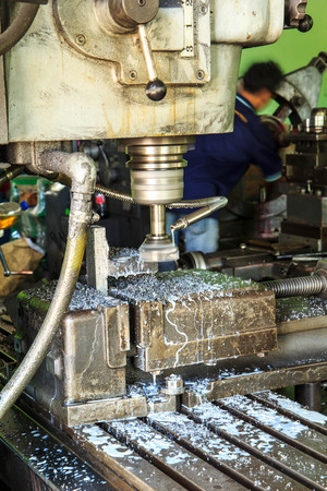 command button: Lathe Turning the metal industry to produce and crafts.