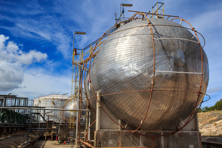 destilacion: Refinery Industry tank production petroleum and pipeline.