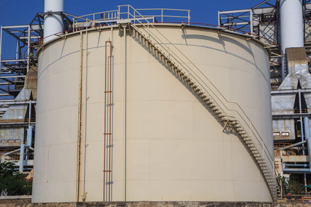 Chemical industry with fuel storage tank Standard-Bild