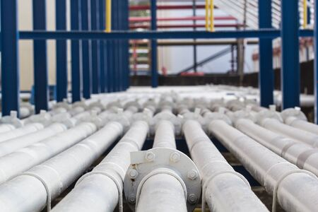 pipeline  white flange flowing oil and gas production petroleum refinery Banco de Imagens
