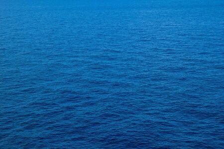 mer sur fond de ciel bleu