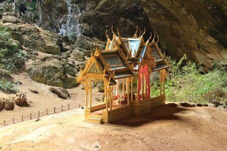 pavillion: Pavillon in Phraya Nakorn cave nearby Hua Hin , Thailand . National Park Khao Sam Roi Yot