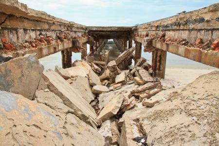 ruination: Bridge collapse on the beach