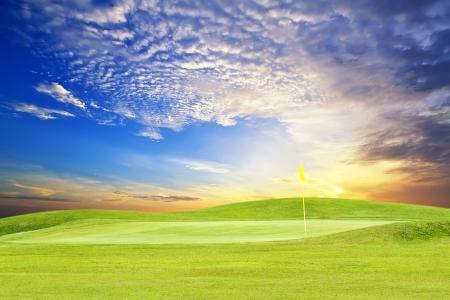 golfbaan met mooie hemel Stockfoto