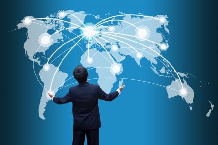 weltweit: Gesch�ftsmann sucht soziale Netzwerk-Struktur
