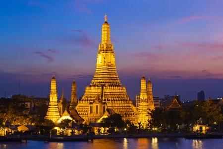wat arun: wat arun in sunset, Bangkok Thailand