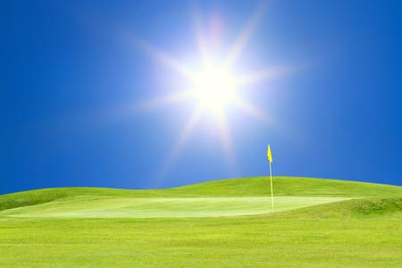 adn: campo de golf con sol hermoso cielo adn