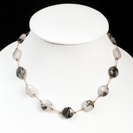 chalcedony: stringhe di calcedonio collana di pietra Archivio Fotografico
