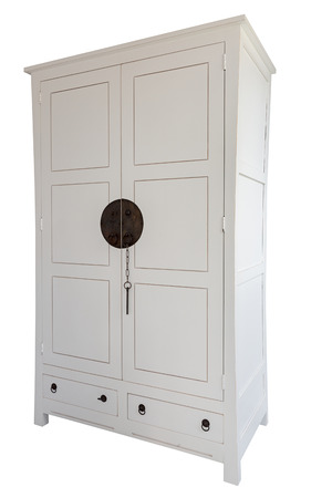 arredamento classico: bianco cassettone classico in legno su sfondo bianco
