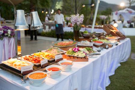 postres: postre tailand�s en l�nea de buffet Foto de archivo