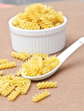 macarrones: Macarrones sin procesar pasta italiana