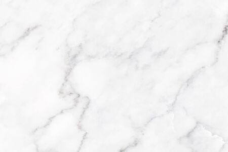 Weiße Marmorbeschaffenheit mit natürlichem Muster für Hintergrund- oder Designkunstwerk. Standard-Bild
