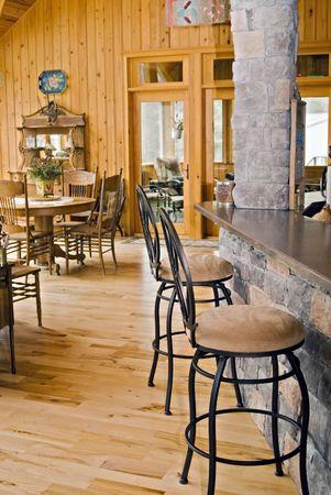 식당의 경관을 감상 할 수있는 대형 룸. 선별 된 베란다.