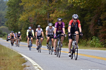 Dahlonega, GAUSA - SEPTEMBER 30: Unidentified men riding in a line at the Three and Six Gap Century ride, September 30, 2012 in Dahlonega GA. Publikacyjne