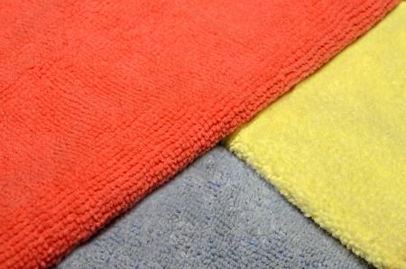 microfibra: Tres colores pa�os de microfibra utilizados en la limpieza