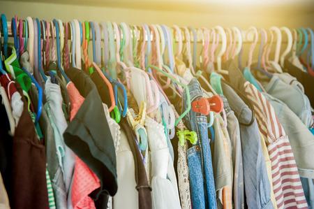 自宅のワードローブで多くの服。 写真素材