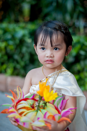 Little girl in Thai traditional costume, Loy Krathong Stockfoto - 122895000