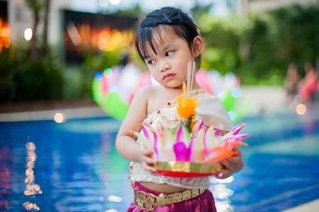 Little girl in Thai traditional costume, Loy Krathong Stockfoto - 122894956