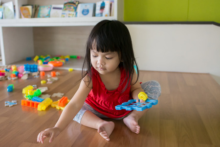 Asian little girl, playing toys Archivio Fotografico