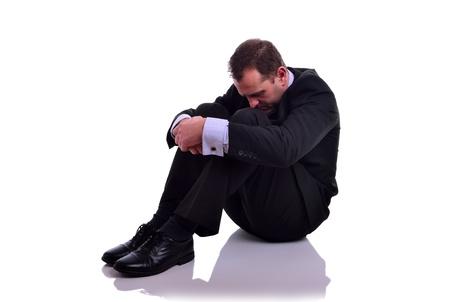 Image d'un homme d'affaires regardant dépressif isolé sur blanc