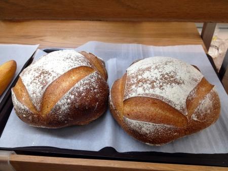 boulangerie: Freshly baked traditional bread Boulangerie