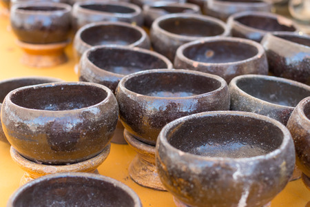 limosna: Negro taz�n monje limosnas monedas