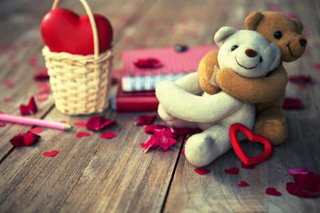 幸せな素敵なクマは、バレンタインデー、ヴィンテージのファッション写真の背景をカードします。
