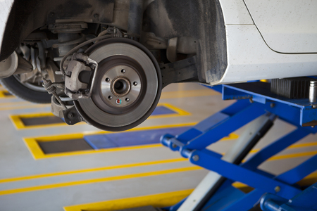 car wheel tire replacement, car wheel hub, disc brake, fix, repair, change