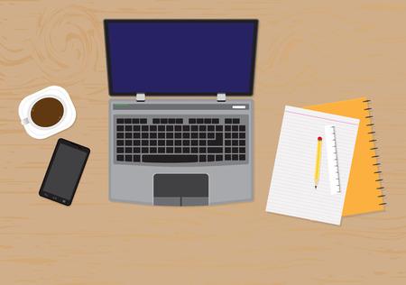 teclado: vista desde arriba del escritorio con ordenador port�til, dispositivos digitales, objetos de oficina, libros y documentos con largas sombras.