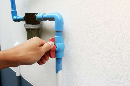 Use hand to twist the valve to open and close the water before entering the water filter.